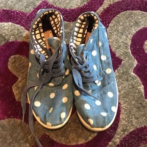 LIKE NEW Toms Shoes